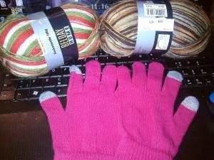 Meine Ausbeute heute, neue Sockenwolle zum stricken und Smartphonehandschuhe von KIK